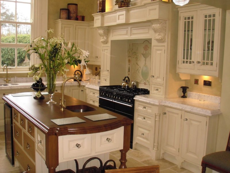 Dh interior kitchens dungannon traditional kitchens - Images of kitchens ...
